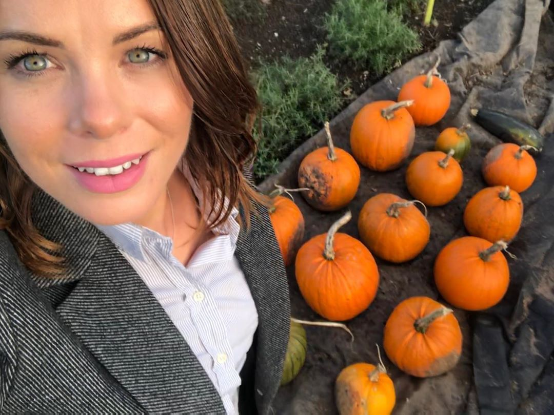 Absolute shameless selfie with my pumpkin harvest 😂 SO PROUD! 😍 I have loved growing pumpkins again. I am a complete nerd but the different stages of how they grow really fascinates me
