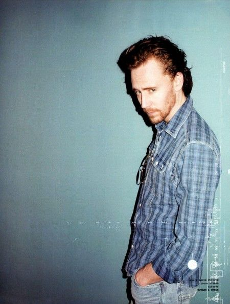 I've seem to always have a fetish of hot guys (like Hiddleston here), wearing a cozy & stylish plaid shirt....<3