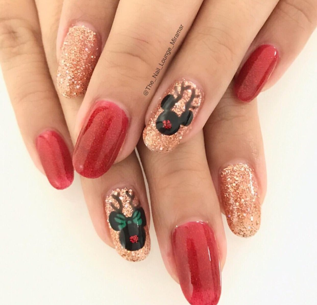 disney christmas nails disney nails disney christmas nails christmas manicure christmas makeup - Disney Christmas Nails