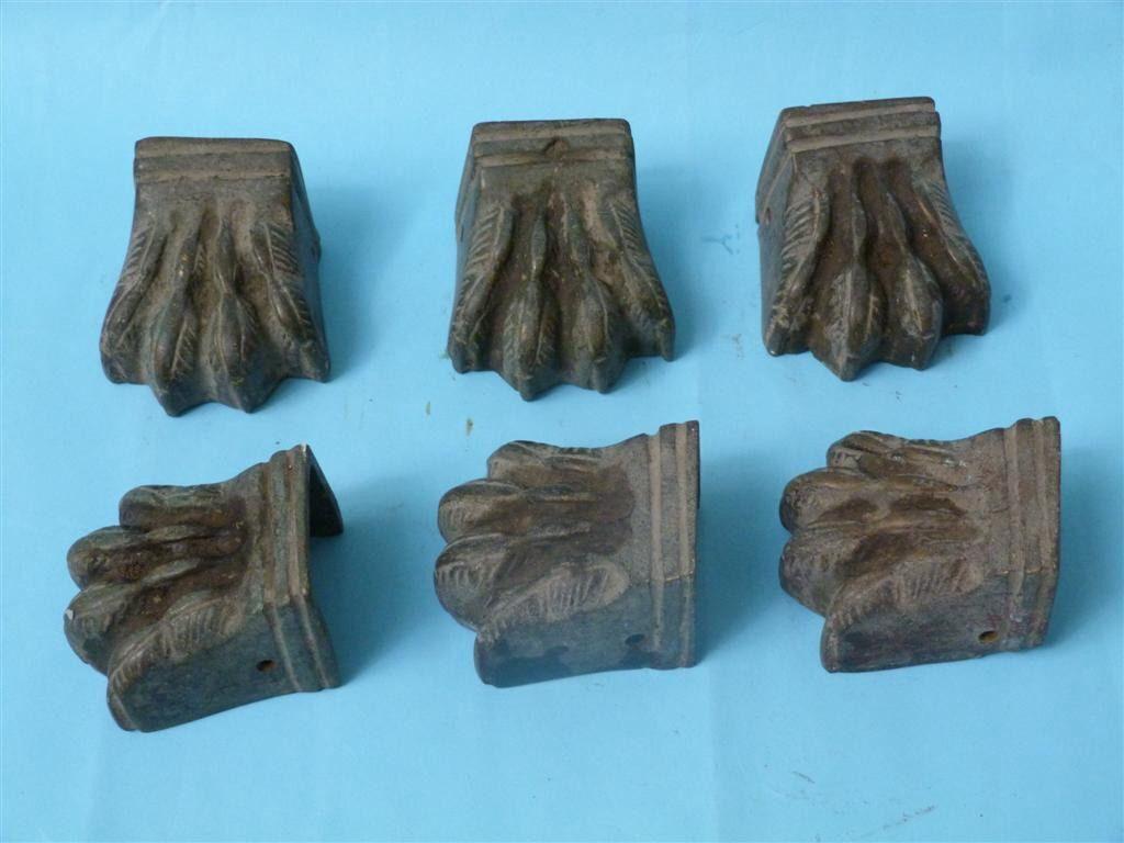 antiguas-patas-de-leon-en-bronce-para-sillas-o-mesas-