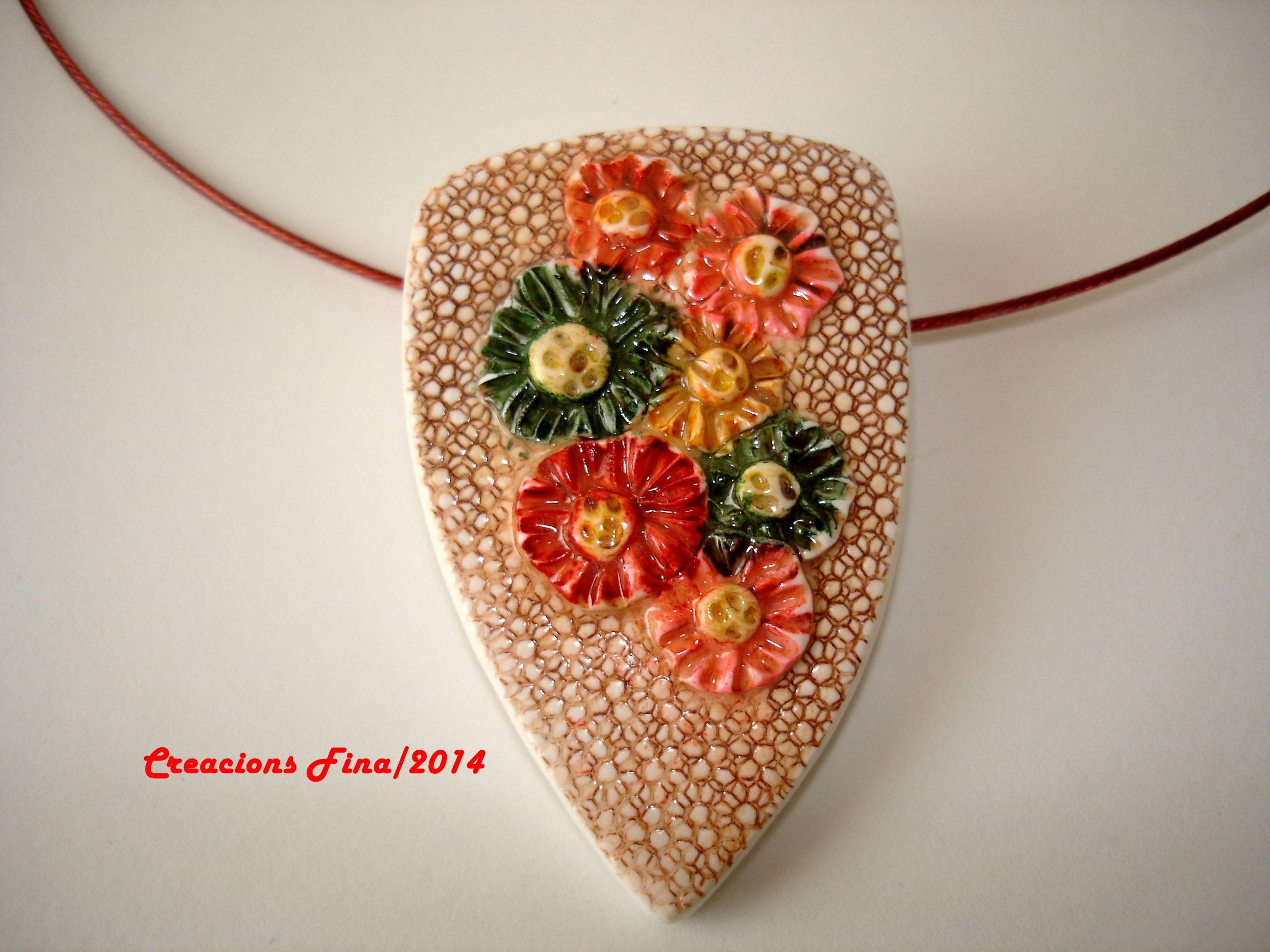 Color con flores en relieve