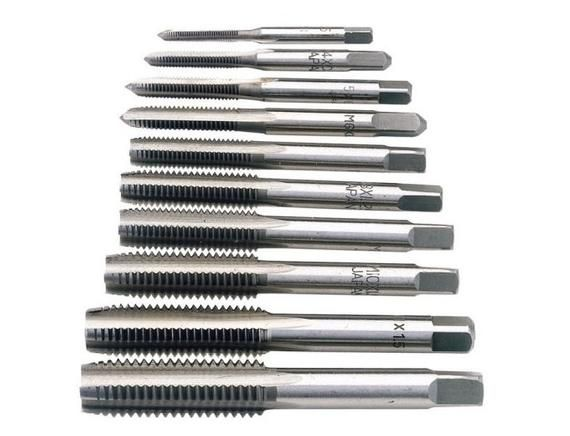 Here we have another fantastic product from Proops Brothers Ltd.High speed steel tap.We also sell lots of other metric as well as  BA taps which are available on others listings within our Etsy shop.Proops Brothers have been serving this industry for over 80 years.We offer a no quibble freepost returns.(Please note the image is for display purposes only and you will receive the tap stated in the title)