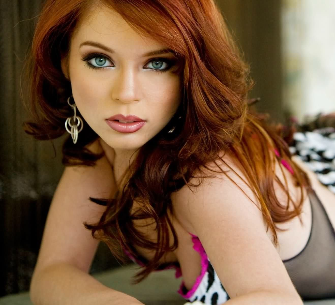 red hair and blue eyes actress