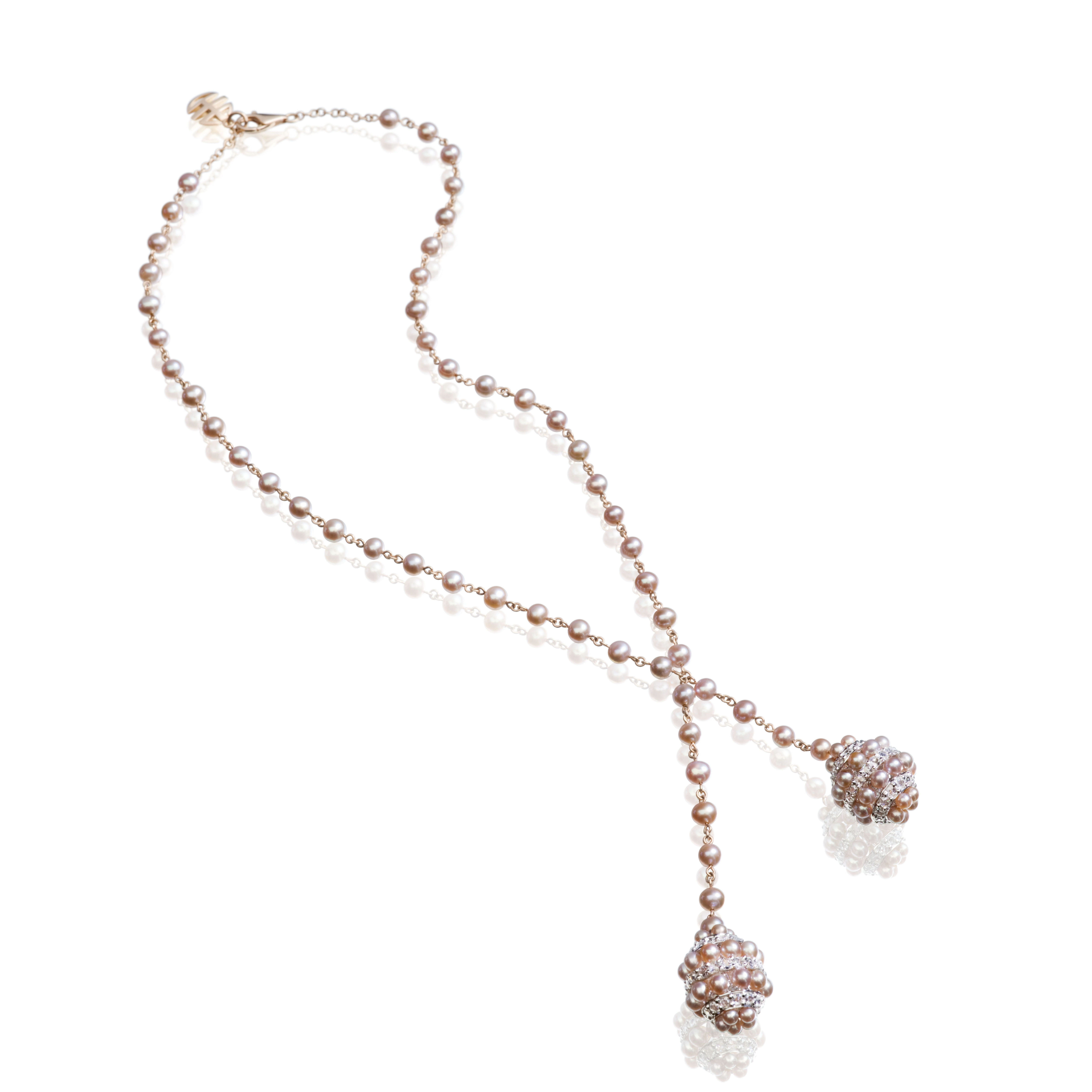 Pink gold nacklace with small pearls and boules of violet freshwater pearls and white sapphires. Garbo collection.