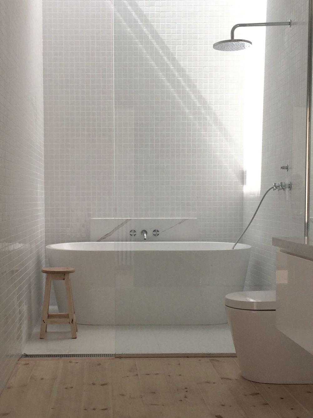 Main Bathroom, Gloss white 30x30 tiles, Matt White 600 x 600 tiles, Baltic