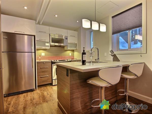 Belle cuisine simple et contemporaine petit lot fonctionnel m lange d 39 armoires blanche et en - Belles cuisines contemporaines ...