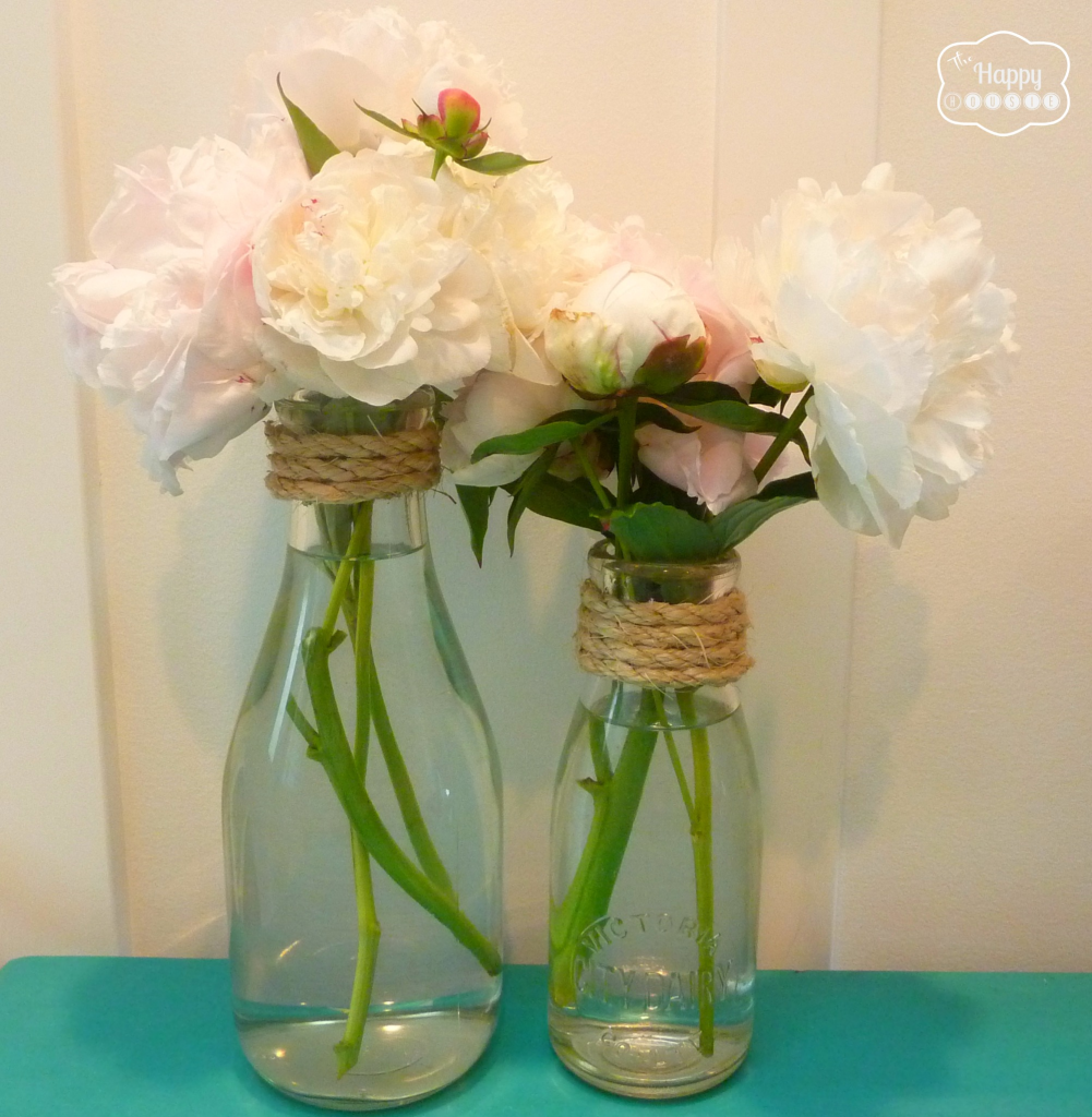 Simple summer decorating with sisal burlap and blooms for Sisal decoration