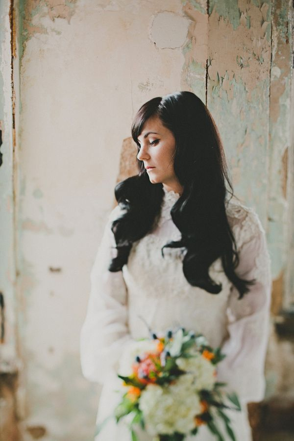 romantic bridal look // photo by Red White & Green Photography // http://ruffledblog.com/nature-inspired-autumn-wedding