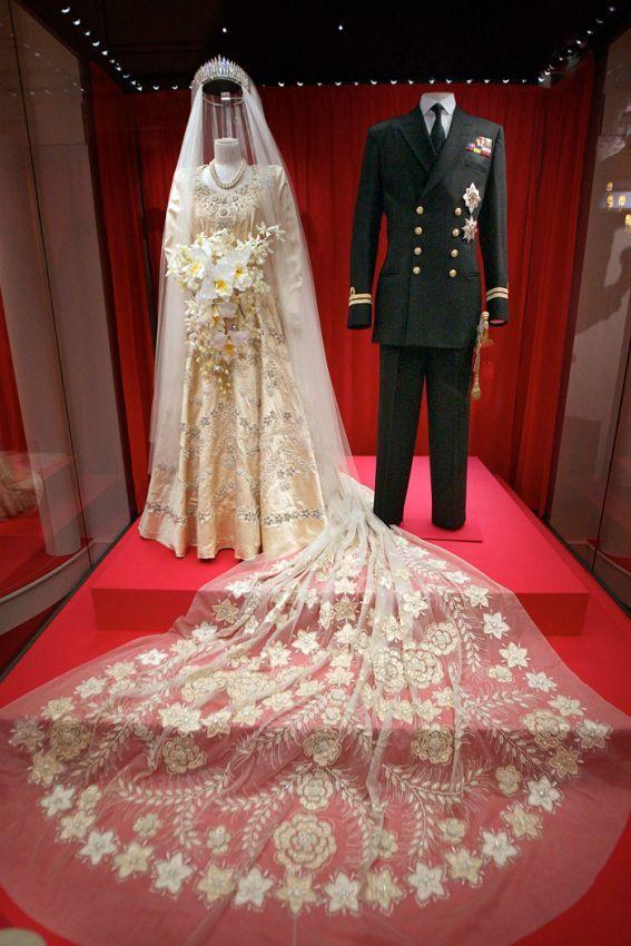Queen Elizabeth II wedding dress, 1949 | Fancy: Antiques | Pinterest ...