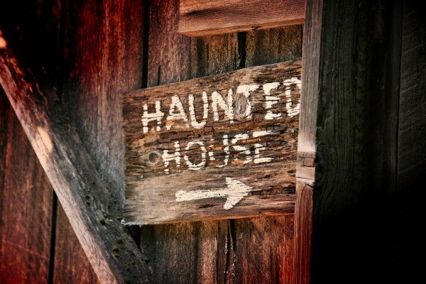 Create a Haunted House with Things You Already Own Halloween diy - halloween decorations haunted house