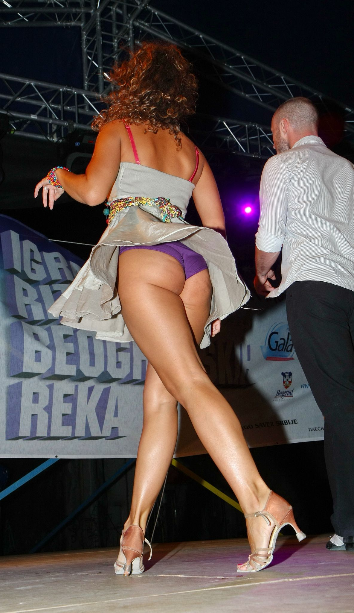 up-skirt-dancing-pussy