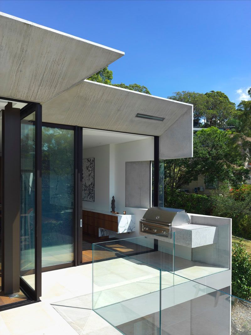 This house hides multiple levels behind its minimal street facade this house hides multiple levels behind its minimal street facade glass railingsliding glass doorglass planetlyrics Choice Image