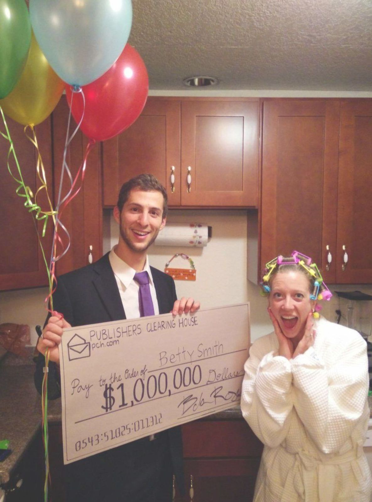 Couple Halloween Costume Ideas - The DIY Lighthouse | This Publishers Clearing House giant check man and winner is a super easy last minute Halloween costume idea. #halloweencostumesmen