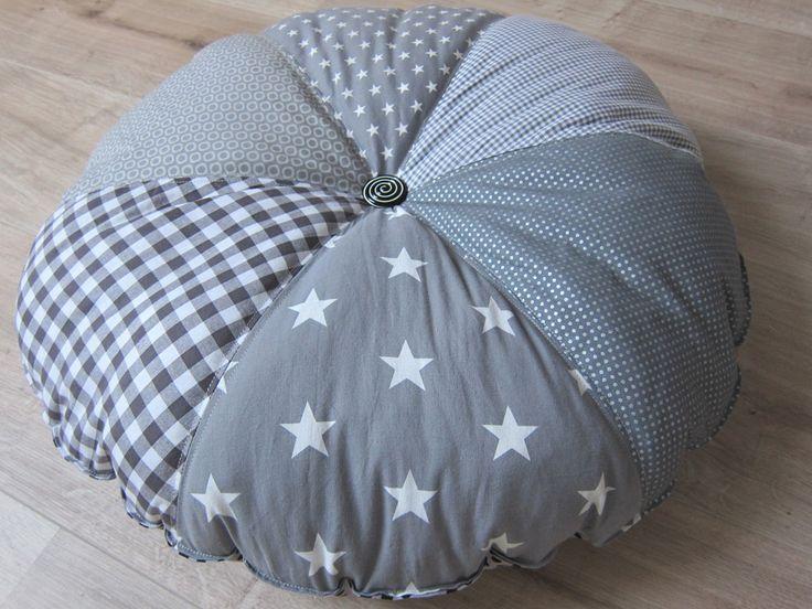 freebook bodenkissen rundkissen nils pinterest n hen kissen n hen und kissen. Black Bedroom Furniture Sets. Home Design Ideas