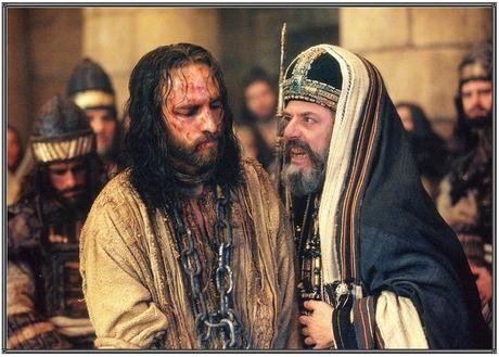 Resultado de imagem para imagens do julgamento de jesus do filme Paixão de Cristo