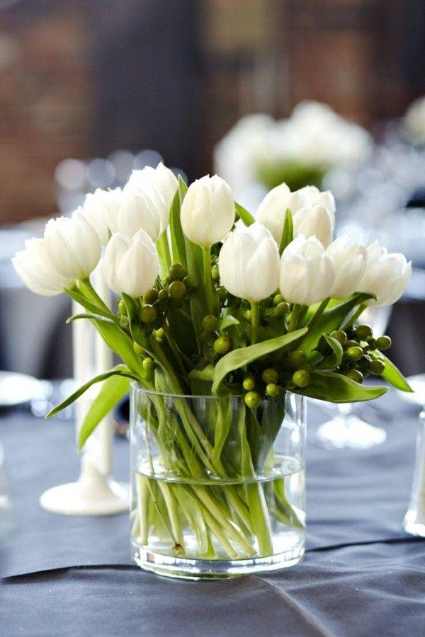 36 Great Ideas For Table Decorations With Tulips Decor10 Blog White Flower Arrangements White Flower Centerpieces Tulip Centerpieces Wedding