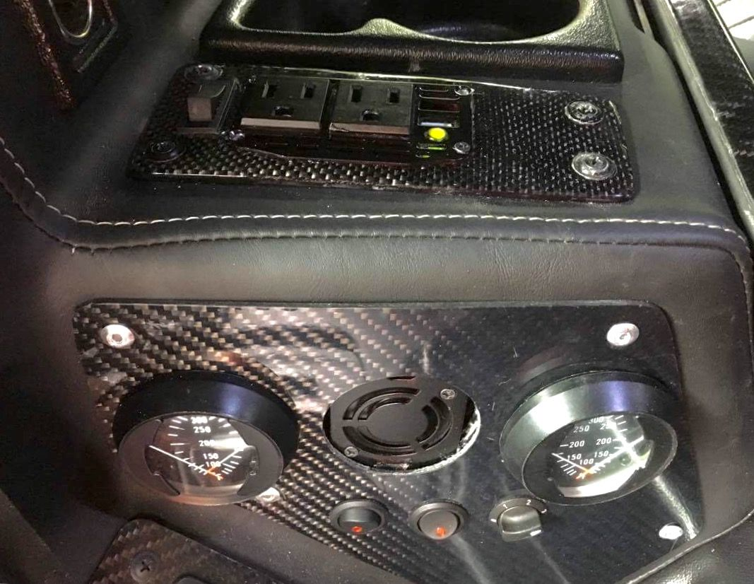 Power converter with USB charger and side vent Jeep