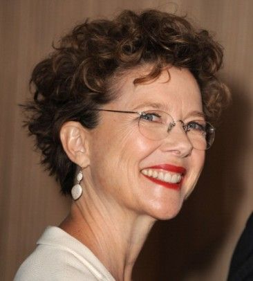 Not Dead Yet Style Aging Beautifully Annette Bening Hair Styles Short Hair Styles Curly Hair With Bangs