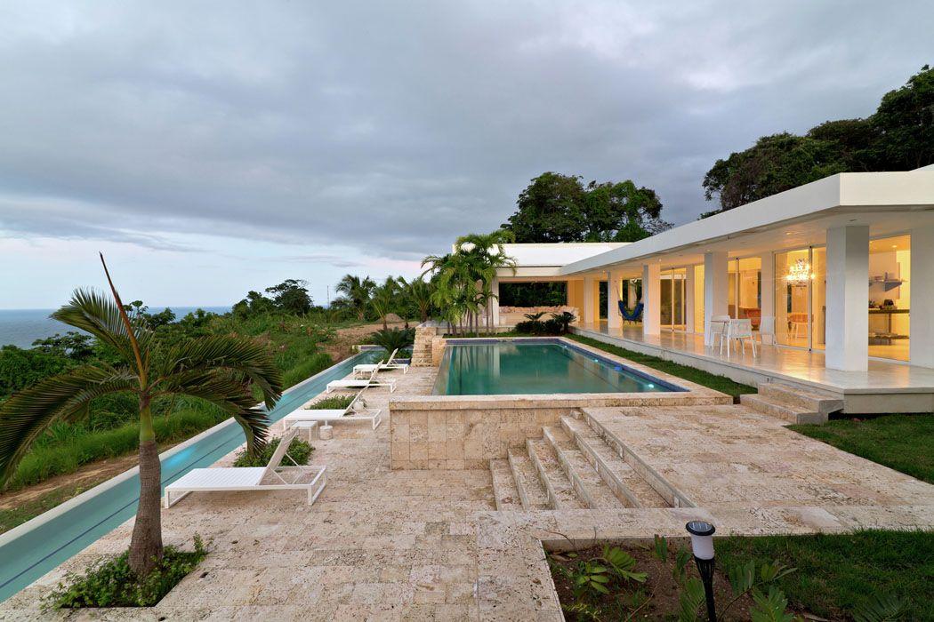 Villa contemporaine de plain-pied aux Caraïbes avec belle vue sur la ...