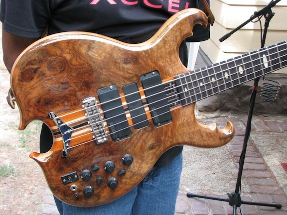 custom alembic series ii bass with their scorpion body shape bass guitars and bass players. Black Bedroom Furniture Sets. Home Design Ideas