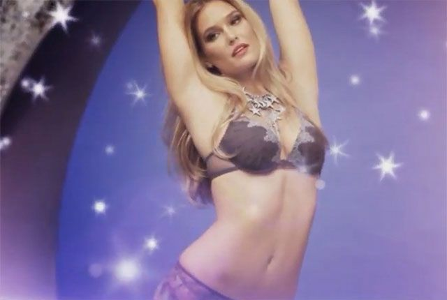 Did everyone have a good holiday? I hope so, because it appears from this video that Bar Refaeli did. Of course, as you can see from this shoot done by Passionata, anyone within a 50 foot radius of Bar Refaeli over the holidays should have had a great time. Girl…