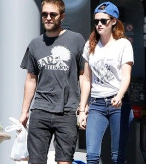Robert Pattinson and Kristen Stewart enjoy some quality time together, But unfortunately, they will now have to spend some time apart. Robert was seen catching a departing flight solo at LAX.