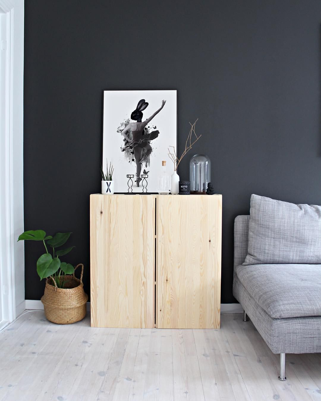 Prima Ballerina./ We love this cute and beautiful artprint! Match it with Marble Feather and Teardrop, play with different sizes and make yourself a fun gallery wall🙃 or just put her on full display on a shelf or cabinet like I did☺️ We recommend using IKEA Strömby frames for inexpensive, thin glassframes👌🏼