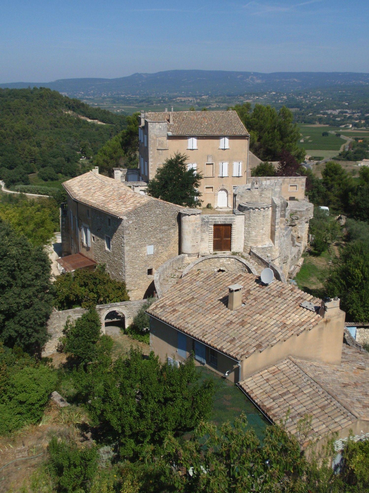The Castellet of Ménerbes, an ancient little castle in the