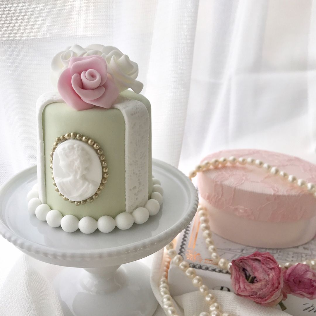 Cameo Mini Cake | tortas | Pinterest | Mini cakes, Cake and Cake cookies