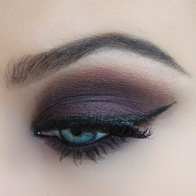 """""""Wintery plum smokes today (fab for the bluey eyed gals) using @makeupforeverofficial HD Foundation, @anastasiabeverlyhills dip brow in dark brown,…"""""""