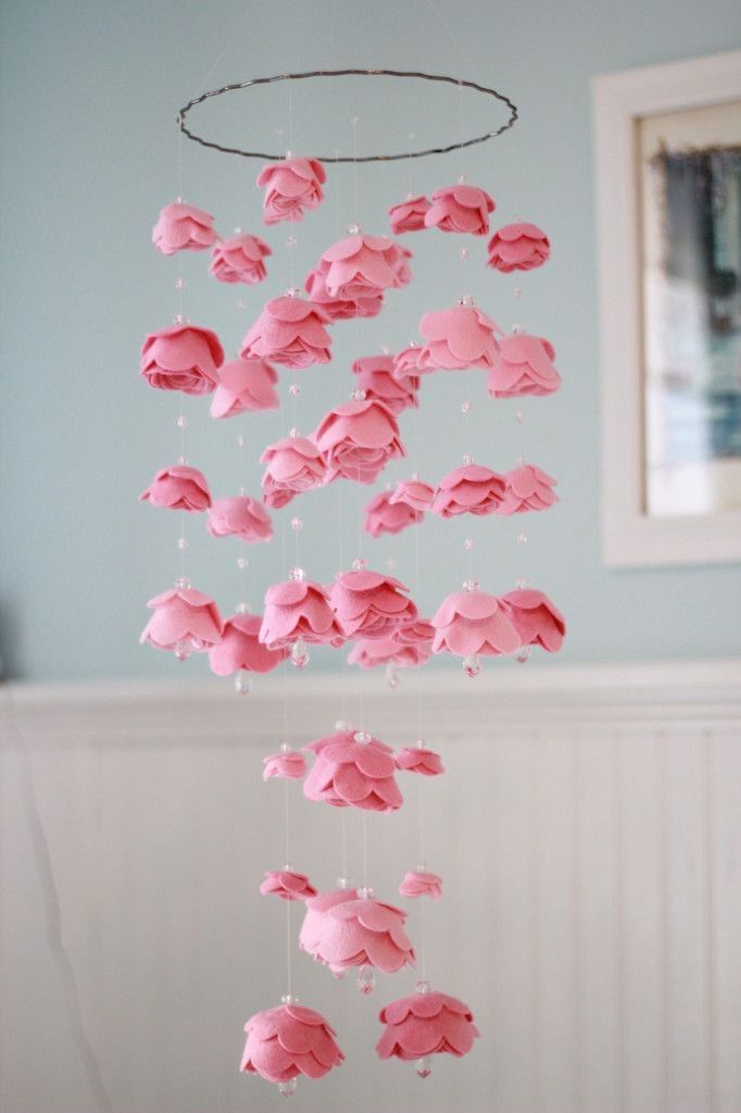 Diy pink felt rose flower mobile with pearls home decor for Diy felt flower mobile
