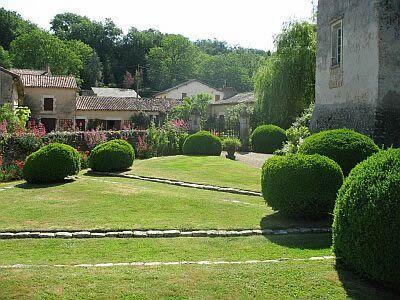L'entrée du jardin. Cliché : Drac / Sb.