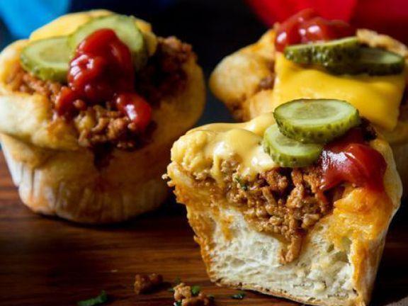 Mini Cheeseburger begeistern derzeit das Internet. Wir zeigen Ihnen, was es mit dem Hype um die kleinen Burger auf sich hat.