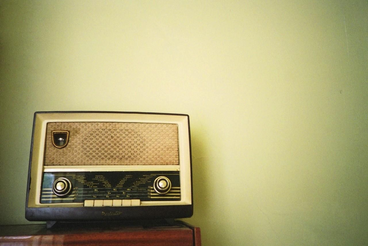 vintage radio vintage wallpaper pinterest audio and mexicans. Black Bedroom Furniture Sets. Home Design Ideas