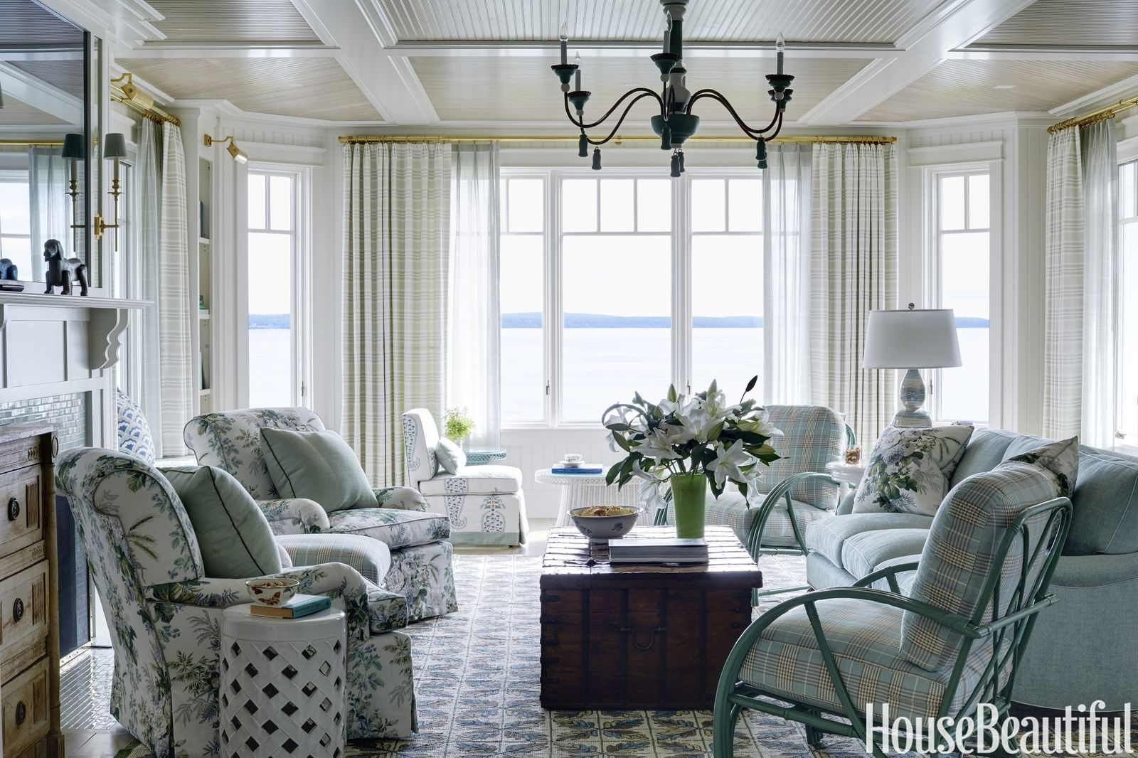 Blues and Yellows Warm Up This Couple\'s Michigan Vacation Home ...