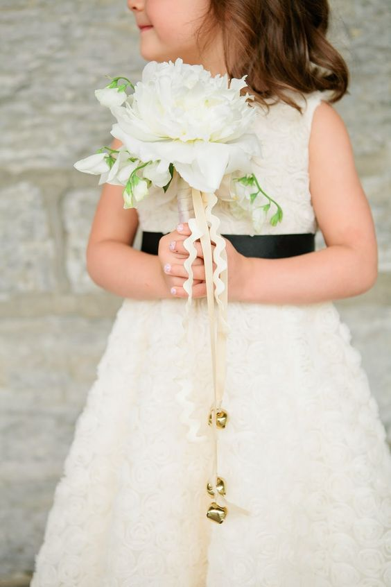 12 alternatives to flower girls throwing petals | Flower, Flower ...