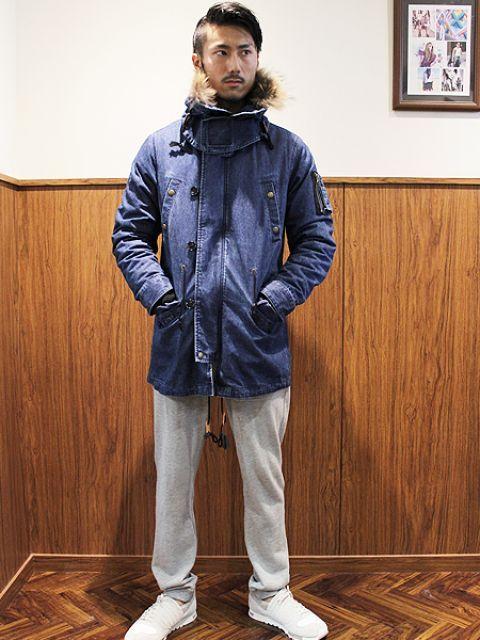 紺色のモッズコート