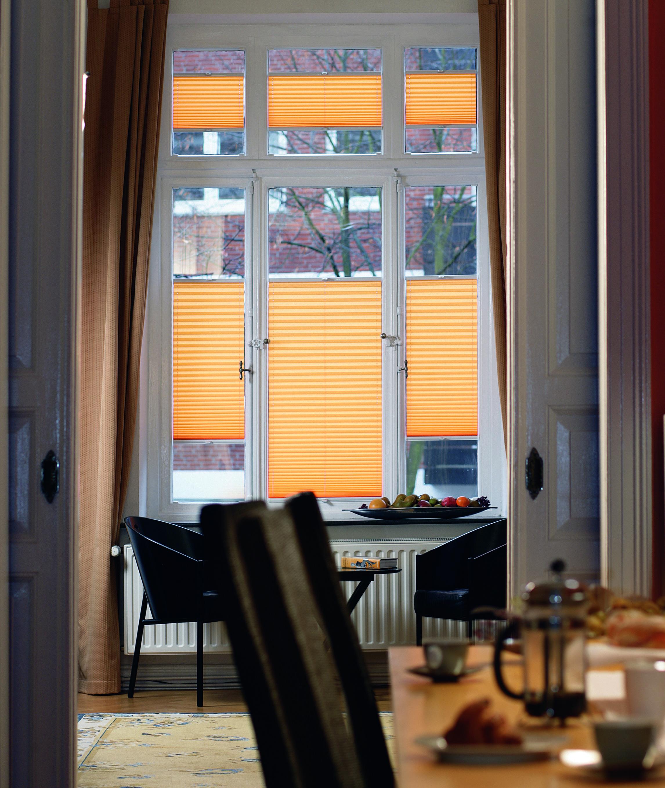 neue m glichkeiten bei der innenbeschattung rollos jalousien plissee pinterest decor. Black Bedroom Furniture Sets. Home Design Ideas