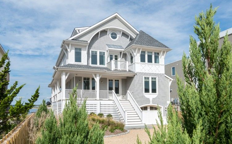 South Hamptons Beach House Nestled In The Dunes Hamptons Beach House Beach House Exterior Beach House Plans