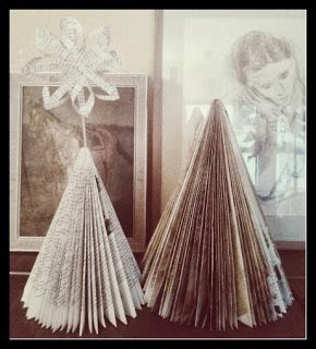 aus alten Büchern einen Weihnachtsbaum basteln