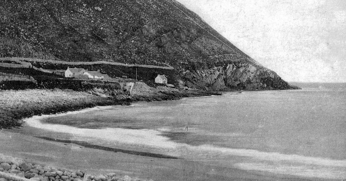 Old photograph of crofters cottages by the coast on St Kilda , Outer Hebrides, Scotland .      All photographs are copyright of Sandy Steve... #outerhebrides Old photograph of crofters cottages by the coast on St Kilda , Outer Hebrides, Scotland .      All photographs are copyright of Sandy Steve... #outerhebrides Old photograph of crofters cottages by the coast on St Kilda , Outer Hebrides, Scotland .      All photographs are copyright of Sandy Steve... #outerhebrides Old photograph of crofters #outerhebrides