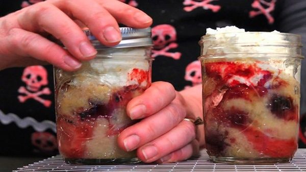 Bake Cakes in Canning Jars for Easy, Delicious Single-Serving Desserts how to do stuff