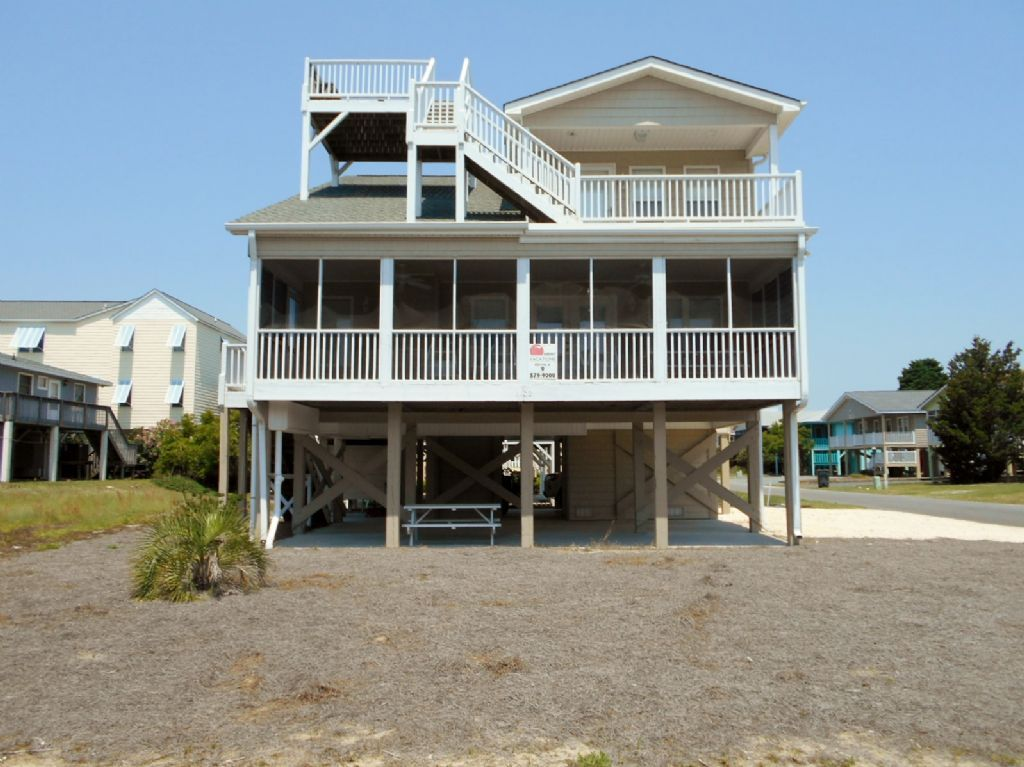 009 4 Moore Fun 2 2nd Row West Vacation Rental Sunset Beach Nc Beach Sunset Vacation Vacation Rental