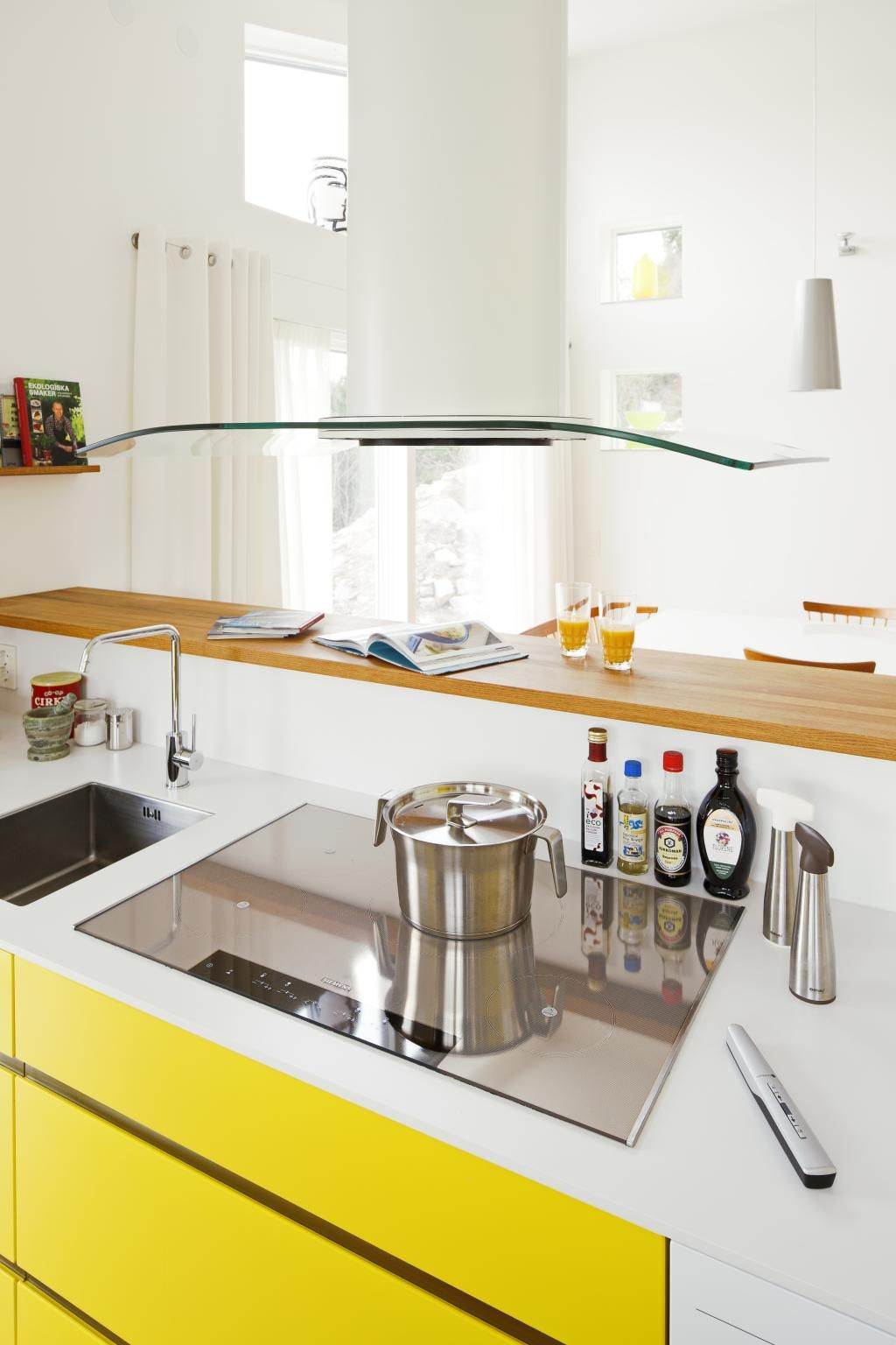 Modern Kitchen Design For Narrow House Smart Solution Ideas Smart ...