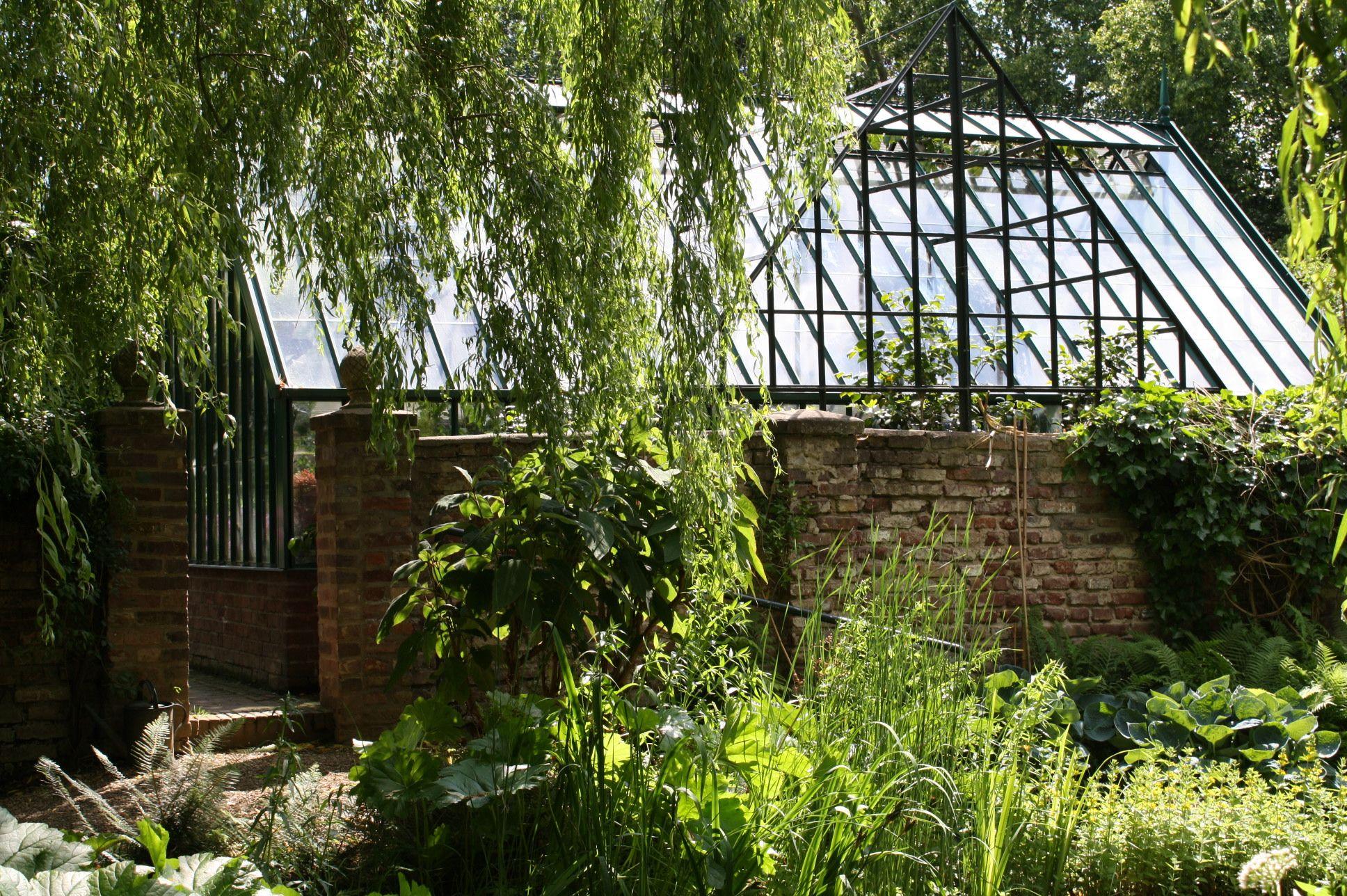 Ein Englischer Garten In Koln Kristin Lammerting Englischer Garten Garten Englisch