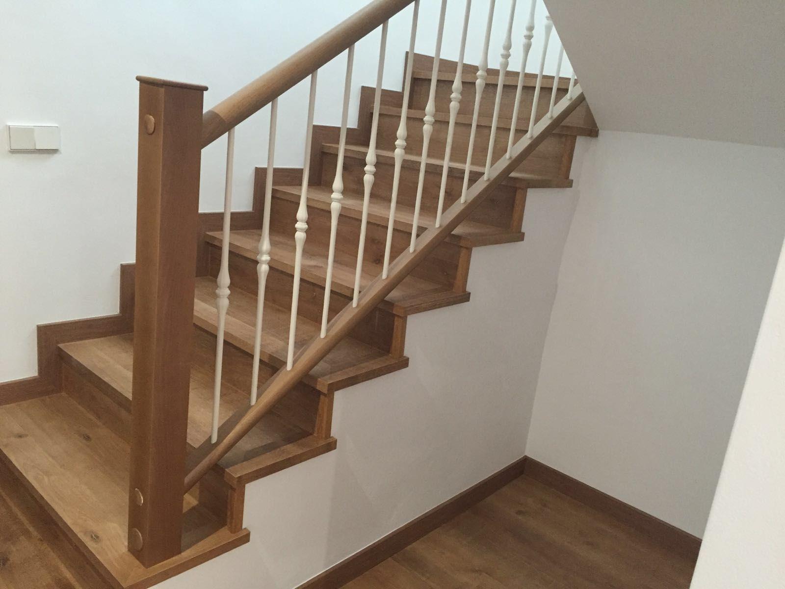Barandilla De Madera Con Balaustres De Forja Pintados En Blanco  ~ Barandillas De Forja Para Escaleras De Interior