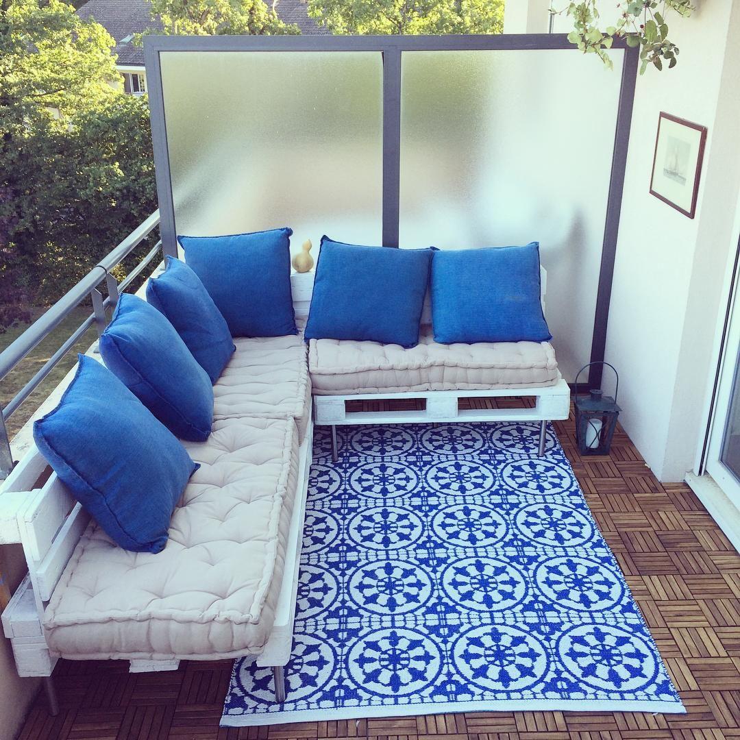 terrasse la grecque palettes recup tapis maisonsdumonde maisonsdumonde varandas e. Black Bedroom Furniture Sets. Home Design Ideas