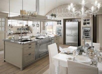La cucina è dotata di un\'ampia isola centrale, con piano in ...