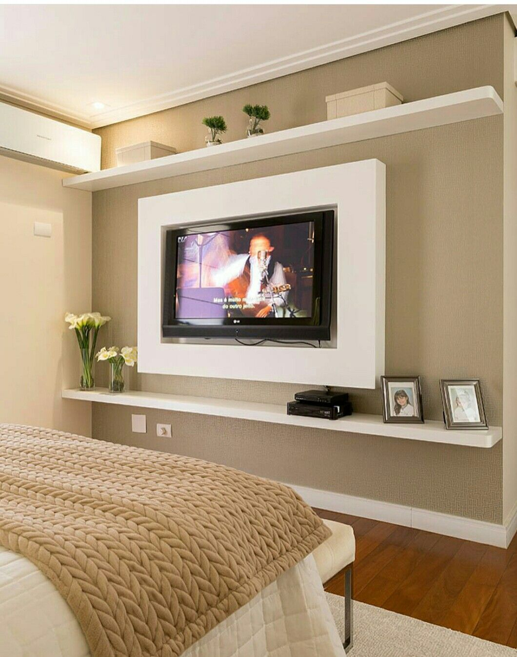 Pin de bongi sithole en d cor ideas pinterest - Tv en habitacion ...