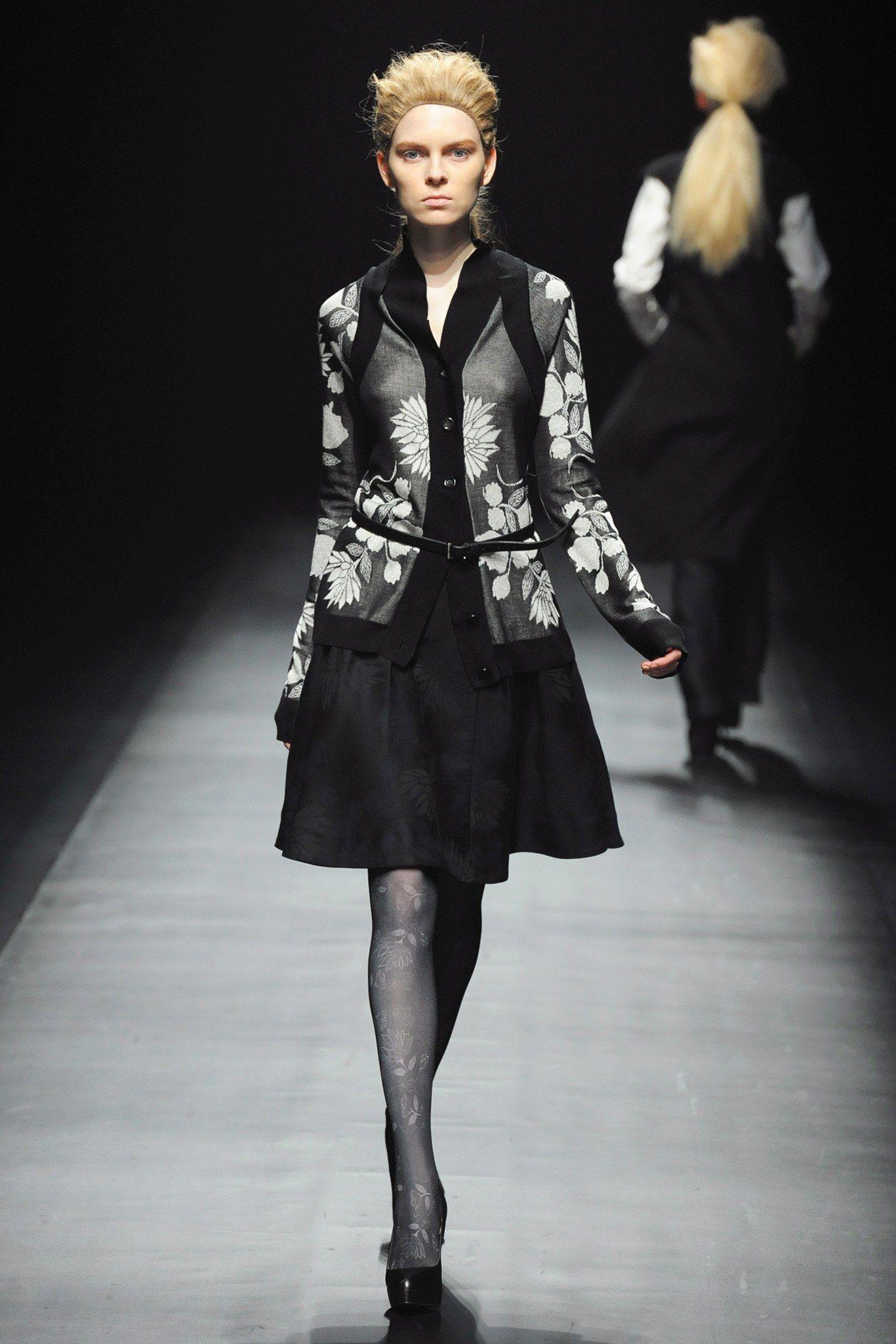 Yasutoshi Ezumi Fall 2013 Ready-to-Wear Fashion Show